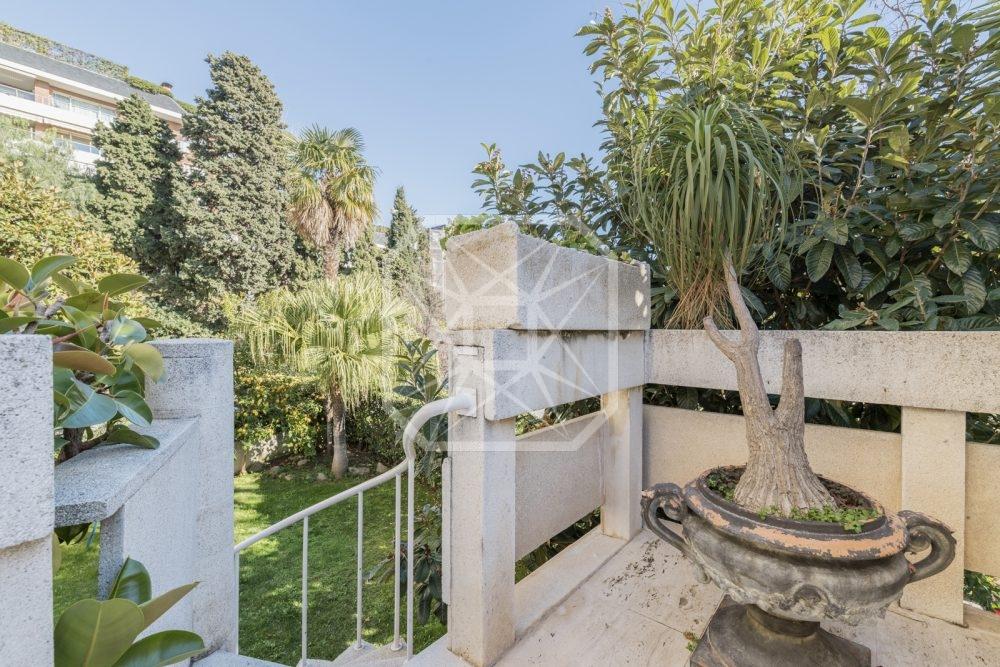 Luminosa planta baja con jardín privado en Pedralbes