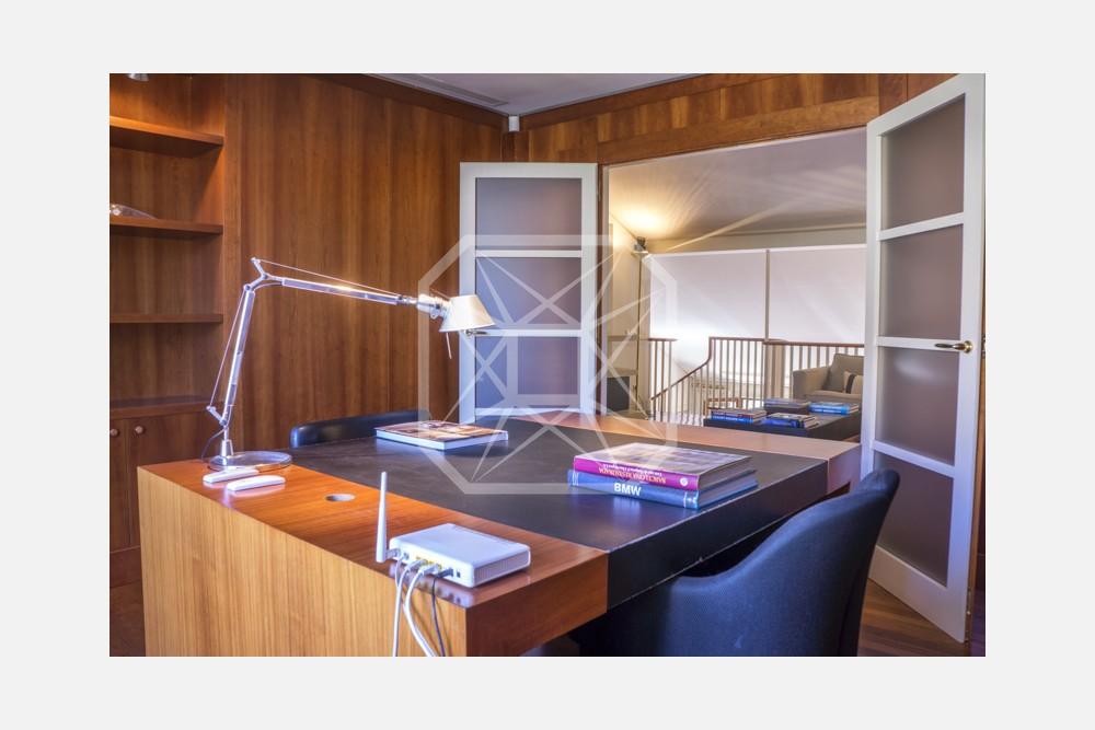 Ático dúplex de diseño y con terrazas en Turó Park
