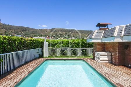 Un asombroso jardín con piscina en el cielo de Pedralbes