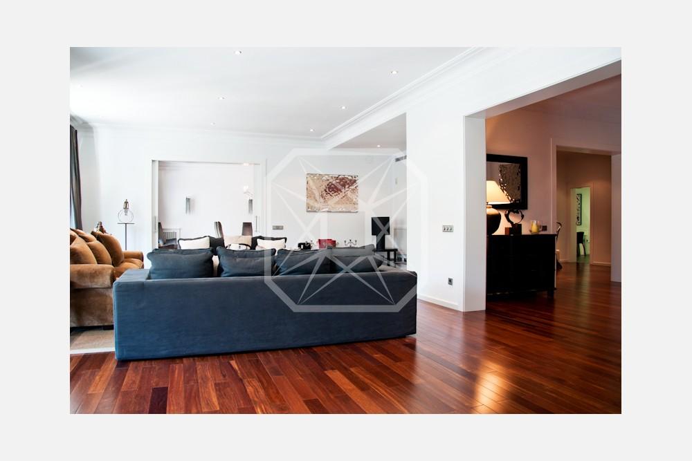 Extraordinario e imponente piso en Turó Parc